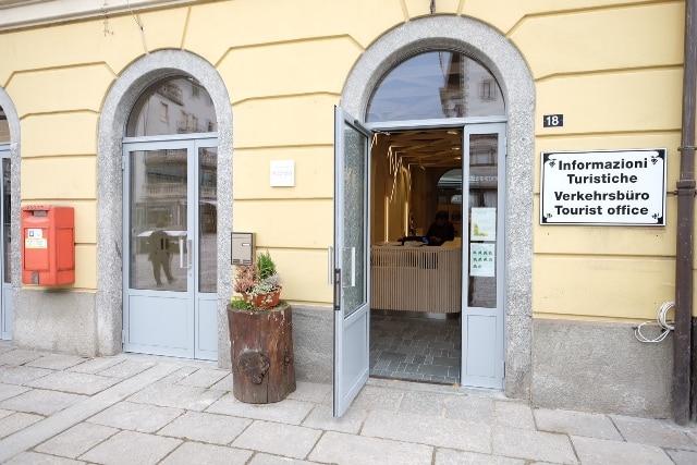 Ufficio Di Piano Tirano : Valtellina turismo mobile tirano aperta la sede rinnovata dell